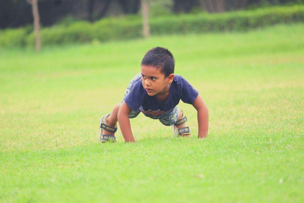 kid doing push ups